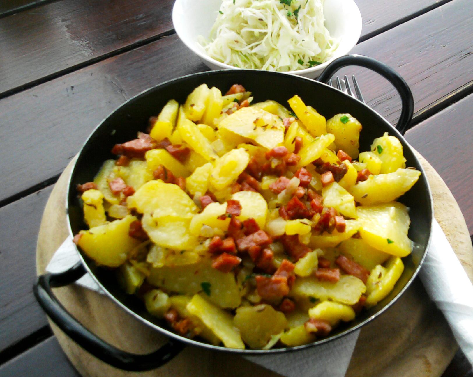 Erdäpfelgröstl mit Krautsalat